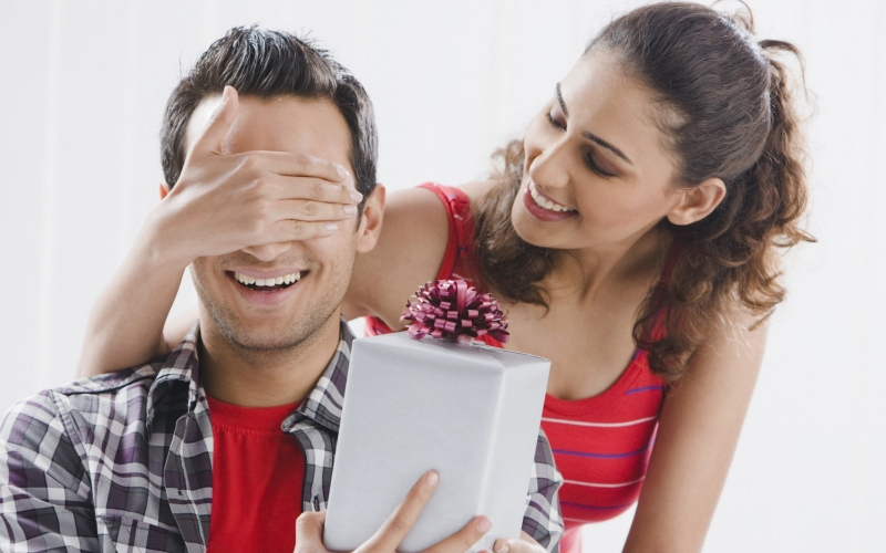 Creative Ways To Make Your Dear Husband Feel Special On His Birthday