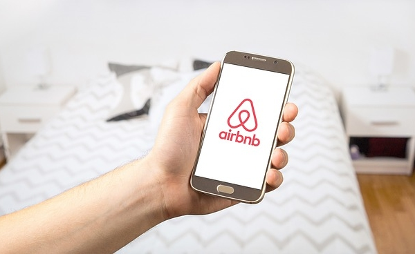 Airbnb: How To Get A Superhost Title